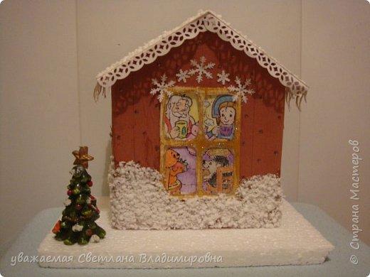 Наша новогодняя поделка в детский сад. Очень хотелось достоверно изобразить снег. Магазинный,из Ашана, испытание не прошел. Отлично разлитается по квартире, но плавится от клея и не хочет мерцать фото 1