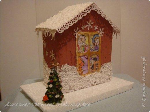 Наша новогодняя поделка в детский сад. Очень хотелось достоверно изобразить снег. Магазинный,из Ашана, испытание не прошел. Отлично разлитается по квартире, но плавится от клея и не хочет мерцать фото 2