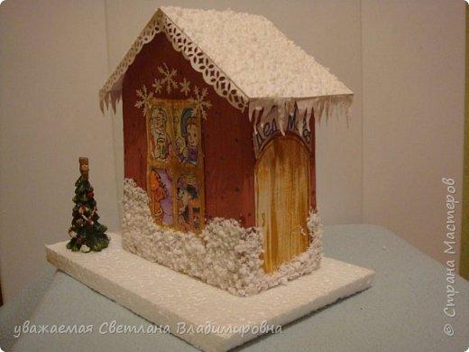 Наша новогодняя поделка в детский сад. Очень хотелось достоверно изобразить снег. Магазинный,из Ашана, испытание не прошел. Отлично разлитается по квартире, но плавится от клея и не хочет мерцать фото 3
