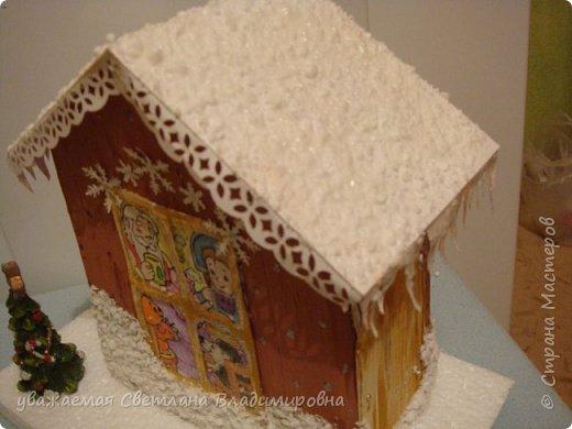 Наша новогодняя поделка в детский сад. Очень хотелось достоверно изобразить снег. Магазинный,из Ашана, испытание не прошел. Отлично разлитается по квартире, но плавится от клея и не хочет мерцать фото 5