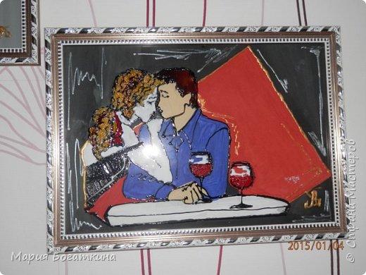 Нам понадобится: рамка для фотографий со стеклом контур по стеклу и керамике краски по стеклу и керамике кисть искусственная кожа крупа манна клей ПВА ватные палочки и иголка (для исправления ошибок). Последовательность выполнения: Выбрать трафарет. фото 12