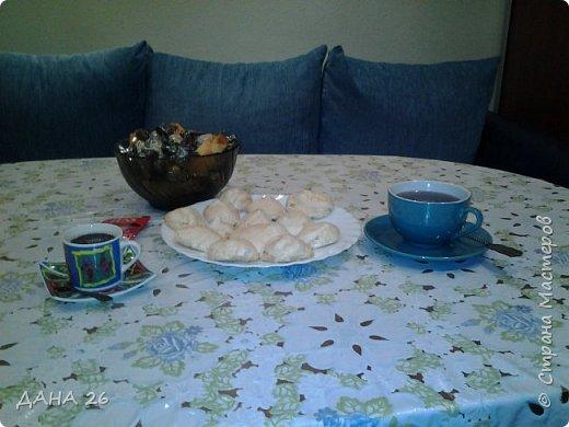 Здравствуйте, дорогие жители нашей страны! Показываю пирог и безе ,.которые впервые приготовила моя дочь.На уроке труда им задают кулинарные блюда,которые она сама готовит дома. фото 4