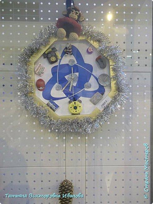 """Здравствуйте жители СТРАНЫ МАСТЕРОВ! Я от всей души поздравляю вас с Новым годом! Желаю всем здоровья, счастья, благополучия и исполнения всех желаний. Перед самым Новым годом на предприятии где я работаю ( Калининская атомная электростанция) был объявлен конкурс на новогоднюю игрушку. Было представлено много работ. Мы с коллегой (ученицей) тоже приняли участие в этой выставке. Новогодний шар выполнен в моей любимой технике """"Бумажная филигрань"""" фото 13"""