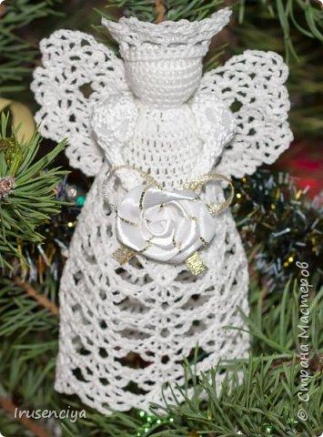 """Вот такой ангелочек """"родился"""" за вечер. Это будущий подарок на Рождество моей тёте, которая обожает всё беленькое и ажурное."""
