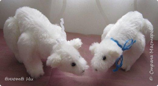 Давно хотела попробовать выкройку тильдовского белого медведя. Когда же шить их, как не зимой... Мишки подарочные, хотела порадовать девочек своих любимых фото 1