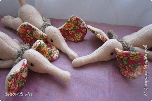 Нравятся мне эти лежащие слоны, вот и решила сшить их на новогодние подарки Все подарки уже доехали и получены, потому могу вам их показать фото 1