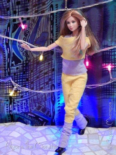 Брейк-данс — уличный танец, одно из течений культуры хип-хоп. Танцор исполняет фантастические перемещения в пространстве, которые на первый взгляд противоречат всем законам физики и гравитации. фото 13