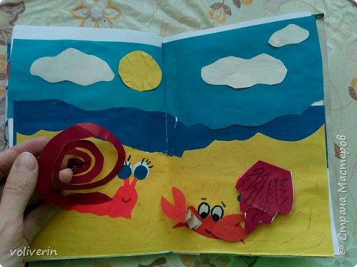 Здравствуйте, эту книжку мы сделали с сыном из цветной бумаги, за несколько дней. Идеи там в основном с интернета, но кое что и наше. Делал её по большей части шестилетний ребенок, я помогала, поэтому не судите строго. фото 5