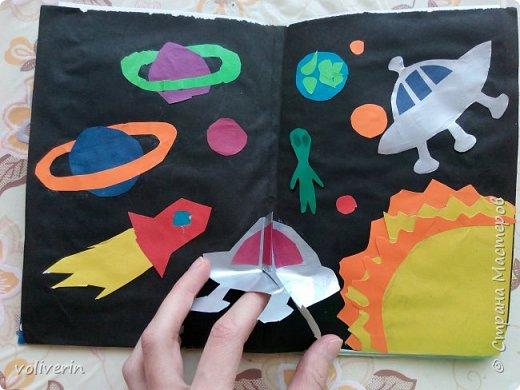 Здравствуйте, эту книжку мы сделали с сыном из цветной бумаги, за несколько дней. Идеи там в основном с интернета, но кое что и наше. Делал её по большей части шестилетний ребенок, я помогала, поэтому не судите строго. фото 7