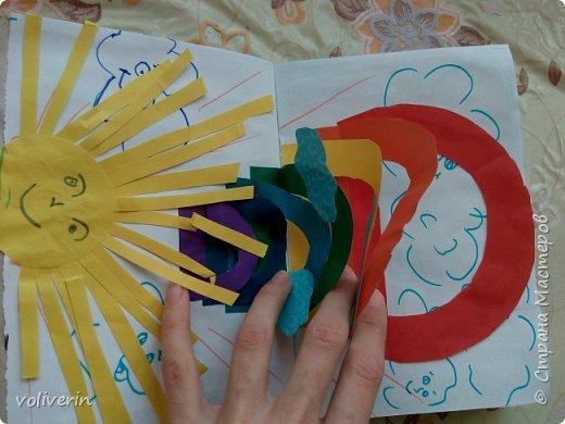 Здравствуйте, эту книжку мы сделали с сыном из цветной бумаги, за несколько дней. Идеи там в основном с интернета, но кое что и наше. Делал её по большей части шестилетний ребенок, я помогала, поэтому не судите строго. фото 8