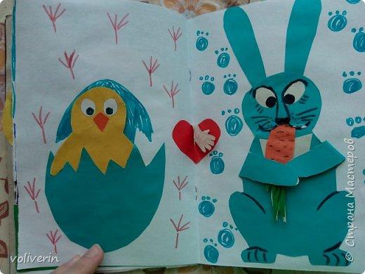 Здравствуйте, эту книжку мы сделали с сыном из цветной бумаги, за несколько дней. Идеи там в основном с интернета, но кое что и наше. Делал её по большей части шестилетний ребенок, я помогала, поэтому не судите строго. фото 9