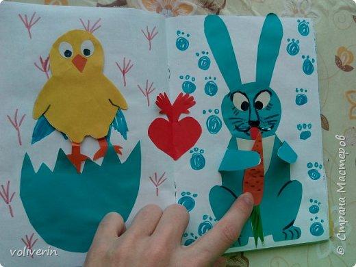 Здравствуйте, эту книжку мы сделали с сыном из цветной бумаги, за несколько дней. Идеи там в основном с интернета, но кое что и наше. Делал её по большей части шестилетний ребенок, я помогала, поэтому не судите строго. фото 10