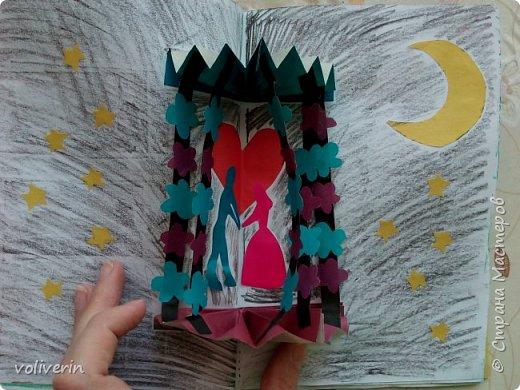 Здравствуйте, эту книжку мы сделали с сыном из цветной бумаги, за несколько дней. Идеи там в основном с интернета, но кое что и наше. Делал её по большей части шестилетний ребенок, я помогала, поэтому не судите строго. фото 13