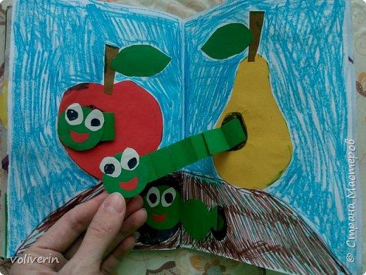 Здравствуйте, эту книжку мы сделали с сыном из цветной бумаги, за несколько дней. Идеи там в основном с интернета, но кое что и наше. Делал её по большей части шестилетний ребенок, я помогала, поэтому не судите строго. фото 14