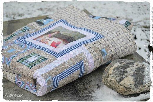 Это одеяло, вернее покрывало , я шила сыну в подарок на Новый Год. Фотографии старые, на бумажной основе. Отсканированы, переведены в цифру и распечатаны на ткани. Размер 145х205см.  Подарок очень понравился. фото 1