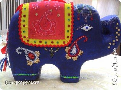 Ежегодный городской  конкурс новогодних игрушек не застал врасплох- очень хотелось индийского слоника... и  все решили материалы... фото 9