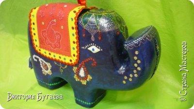 Ежегодный городской  конкурс новогодних игрушек не застал врасплох- очень хотелось индийского слоника... и  все решили материалы... фото 8
