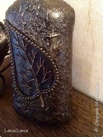 Доброго всем дня! На Новогодних праздниках сваяла вот такую вот бутылочку. Сама поверхность просто оклеена смятыми салфетками. фото 5