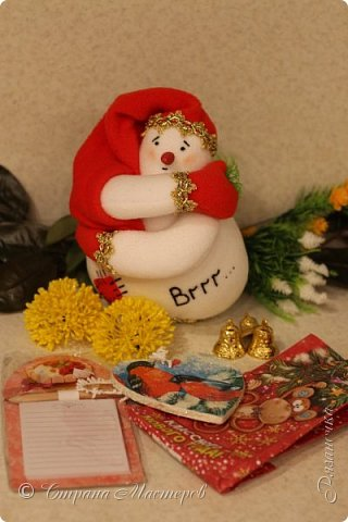 """""""Рождественские свечи зажгу я в этот вечер, и про себя спрошу - ну как, твои дела?""""  Всем, всем здравствуйте! Как ваши дела, мои дорогие? К моему великому сожалению новогодних блогов у меня в этот раз не было.... Поэтому гружу свой блог в сочельник. Приглашаю всех к теплому очагу со свечами. Да уж, свечей в этот раз  у меня много)))  Итак - две подарочные композиции в кашпо со свечами. Без конфет. Для интерьера.  фото 30"""