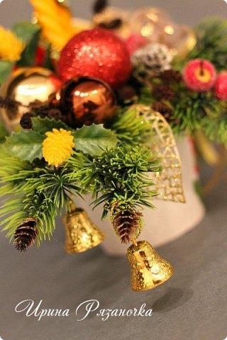 """""""Рождественские свечи зажгу я в этот вечер, и про себя спрошу - ну как, твои дела?""""  Всем, всем здравствуйте! Как ваши дела, мои дорогие? К моему великому сожалению новогодних блогов у меня в этот раз не было.... Поэтому гружу свой блог в сочельник. Приглашаю всех к теплому очагу со свечами. Да уж, свечей в этот раз  у меня много)))  Итак - две подарочные композиции в кашпо со свечами. Без конфет. Для интерьера.  фото 9"""