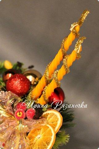 """""""Рождественские свечи зажгу я в этот вечер, и про себя спрошу - ну как, твои дела?""""  Всем, всем здравствуйте! Как ваши дела, мои дорогие? К моему великому сожалению новогодних блогов у меня в этот раз не было.... Поэтому гружу свой блог в сочельник. Приглашаю всех к теплому очагу со свечами. Да уж, свечей в этот раз  у меня много)))  Итак - две подарочные композиции в кашпо со свечами. Без конфет. Для интерьера.  фото 7"""