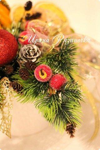 """""""Рождественские свечи зажгу я в этот вечер, и про себя спрошу - ну как, твои дела?""""  Всем, всем здравствуйте! Как ваши дела, мои дорогие? К моему великому сожалению новогодних блогов у меня в этот раз не было.... Поэтому гружу свой блог в сочельник. Приглашаю всех к теплому очагу со свечами. Да уж, свечей в этот раз  у меня много)))  Итак - две подарочные композиции в кашпо со свечами. Без конфет. Для интерьера.  фото 10"""