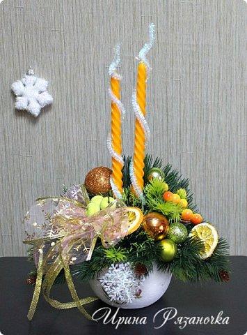 """""""Рождественские свечи зажгу я в этот вечер, и про себя спрошу - ну как, твои дела?""""  Всем, всем здравствуйте! Как ваши дела, мои дорогие? К моему великому сожалению новогодних блогов у меня в этот раз не было.... Поэтому гружу свой блог в сочельник. Приглашаю всех к теплому очагу со свечами. Да уж, свечей в этот раз  у меня много)))  Итак - две подарочные композиции в кашпо со свечами. Без конфет. Для интерьера.  фото 1"""