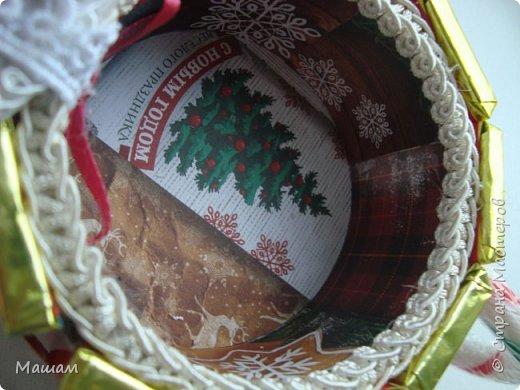 Вот такие саночки сделала в подарок. Букетик вынимается и получается шкатулочка.  Использовала бабину от скотча фото 3