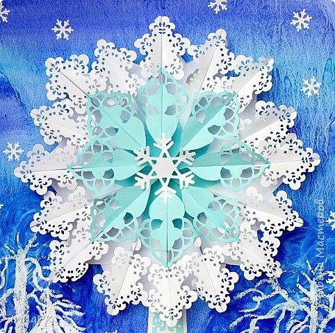 Сначала хотела сделать снежинку, сделала модули разного цвета, но в процессе передумала, получилось зимнее дерево. Внизу снежный кустик. Работа формата А3. фото 2