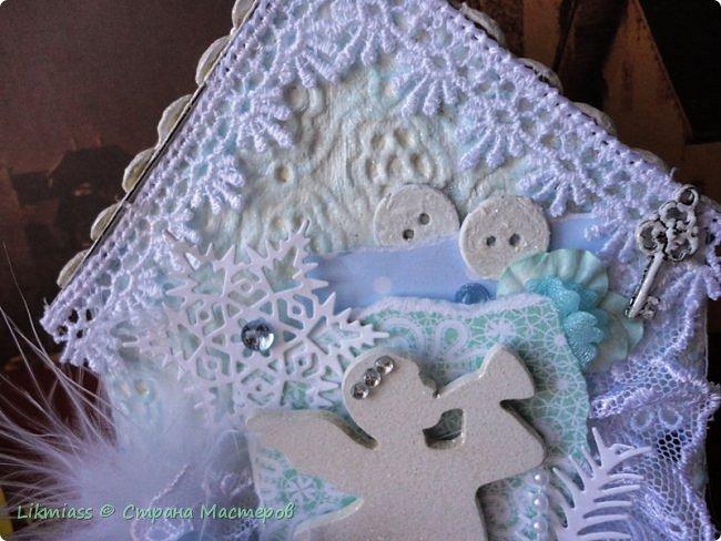 Мороз и солнце, день чудесный. Это именно про сегодняшний радостный и чудесный день. Рождество Христово. Белый снег искрится на солнышке, похрустывает под ногами. Кругом все празднично и радостно. Морозец с утра знатный - минус 28, к обеду немного отпустило, как бы приглашая на праздничную прогулку.  Рождество у меня ассоциируется с елкой нарядной, домиками припорошенными и ангелами. фото 8