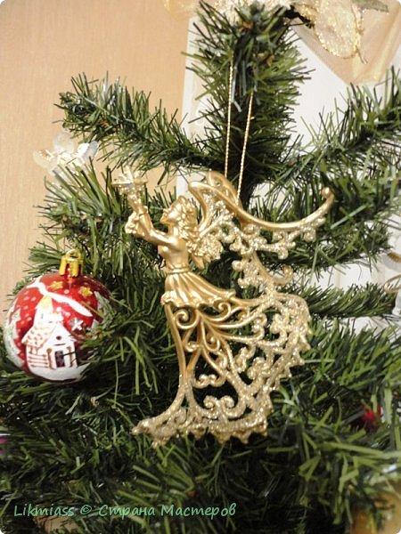 Мороз и солнце, день чудесный. Это именно про сегодняшний радостный и чудесный день. Рождество Христово. Белый снег искрится на солнышке, похрустывает под ногами. Кругом все празднично и радостно. Морозец с утра знатный - минус 28, к обеду немного отпустило, как бы приглашая на праздничную прогулку.  Рождество у меня ассоциируется с елкой нарядной, домиками припорошенными и ангелами. фото 2