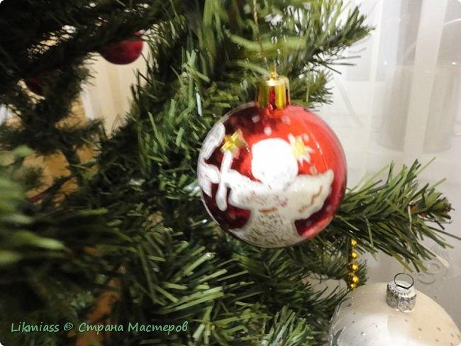 Мороз и солнце, день чудесный. Это именно про сегодняшний радостный и чудесный день. Рождество Христово. Белый снег искрится на солнышке, похрустывает под ногами. Кругом все празднично и радостно. Морозец с утра знатный - минус 28, к обеду немного отпустило, как бы приглашая на праздничную прогулку.  Рождество у меня ассоциируется с елкой нарядной, домиками припорошенными и ангелами. фото 4