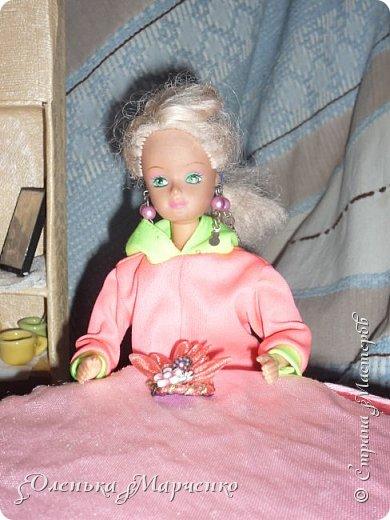 """У моей Изабелль появилось очень много обновок. В основном это почти все фабричное, но есть и сшитое руками. Кстати, все то , что сшито руками, шила не я. Мне все это досталось как """"подарок"""" от моей подруги Тани, которой на данный момент уже 17 лет. И она все это отдала мне, т.к. я еще не вышла из того возраста, когда играют в куклы))) Тем более, что мне это все очень пригодится.  фото 1"""