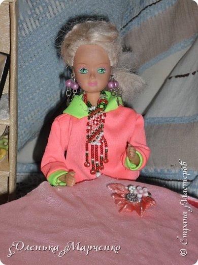 """У моей Изабелль появилось очень много обновок. В основном это почти все фабричное, но есть и сшитое руками. Кстати, все то , что сшито руками, шила не я. Мне все это досталось как """"подарок"""" от моей подруги Тани, которой на данный момент уже 17 лет. И она все это отдала мне, т.к. я еще не вышла из того возраста, когда играют в куклы))) Тем более, что мне это все очень пригодится.  фото 13"""