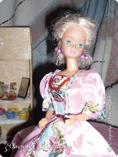"""У моей Изабелль появилось очень много обновок. В основном это почти все фабричное, но есть и сшитое руками. Кстати, все то , что сшито руками, шила не я. Мне все это досталось как """"подарок"""" от моей подруги Тани, которой на данный момент уже 17 лет. И она все это отдала мне, т.к. я еще не вышла из того возраста, когда играют в куклы))) Тем более, что мне это все очень пригодится.  фото 19"""