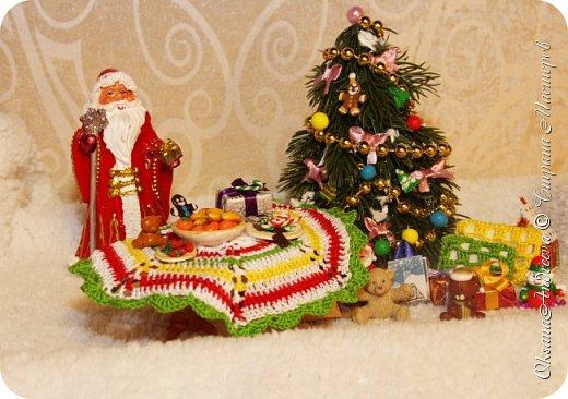 Вот такие стол и елочка были на Новый год в нашем маленьком домике. фото 1