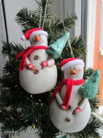 Снеговики пахнут кофе и корицей. Расписаны акрилом по ткани. фото 1