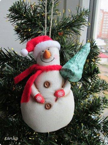 Снеговики пахнут кофе и корицей. Расписаны акрилом по ткани. фото 2