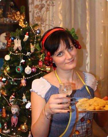 """""""Рождественские свечи зажгу я в этот вечер, и про себя спрошу - ну как, твои дела?""""  Всем, всем здравствуйте! Как ваши дела, мои дорогие? К моему великому сожалению новогодних блогов у меня в этот раз не было.... Поэтому гружу свой блог в сочельник. Приглашаю всех к теплому очагу со свечами. Да уж, свечей в этот раз  у меня много)))  Итак - две подарочные композиции в кашпо со свечами. Без конфет. Для интерьера.  фото 38"""