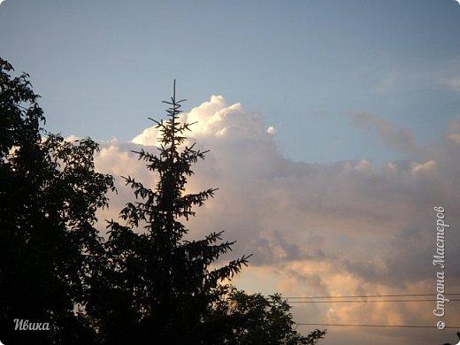 Мне очень нравятся фото облаков. Но, к моему большому сожалению и огорчению, у меня не всегда есть с собой телефон с камерой или фотоаппарат. Сколько интересного можно заснять! А я всё куда-то бегу, спешу, тороплюсь. Эти фото сделаны с крыши нашего дома. Они мне очень нравятся!  фото 2
