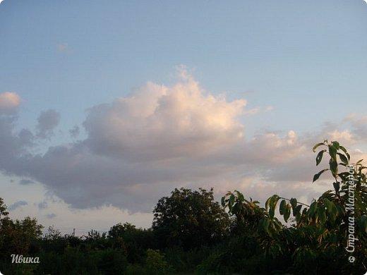 Мне очень нравятся фото облаков. Но, к моему большому сожалению и огорчению, у меня не всегда есть с собой телефон с камерой или фотоаппарат. Сколько интересного можно заснять! А я всё куда-то бегу, спешу, тороплюсь. Эти фото сделаны с крыши нашего дома. Они мне очень нравятся!  фото 4