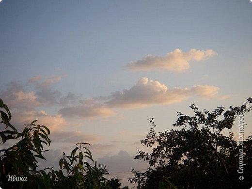 Мне очень нравятся фото облаков. Но, к моему большому сожалению и огорчению, у меня не всегда есть с собой телефон с камерой или фотоаппарат. Сколько интересного можно заснять! А я всё куда-то бегу, спешу, тороплюсь. Эти фото сделаны с крыши нашего дома. Они мне очень нравятся!  фото 5
