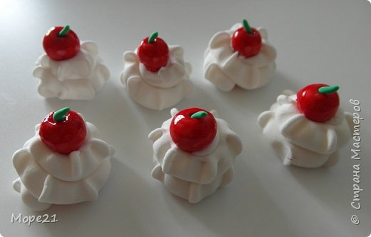 Представляю пошаговый материал с описанием изготовления праздничного торта из полимерного пластилина (массы для лепки), который является одним из самых популярных товаров для детского творчества. Торт – это не обычное лакомство, а воплощение кулинарного таланта кондитеров.  Мой мастер-класс рассчитан на тех, кто любит лепить из пластилина, а также изучать и придумывать рецепты вкусных блюд.   фото 35