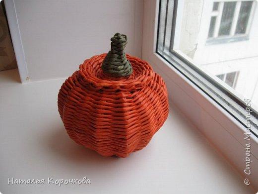 Приветствую всех, кто заглянул ко мне в гости! Нравятся мне тыквы, они настроение создают оранжевое. Сплела себе и любуюсь теперь. фото 10