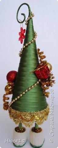 С Рождеством Христовым! В этот светлый праздник хочется пожелать мира и спокойствия в каждом доме, добра, взаимопонимания, достатка, любви, счастья, душевного равновесия, успехов во всех начинаниях, побольше радости, крепкого здоровья и всех благ! Пусть оправдаются все ожидания и сбудутся самые заветные мечты!  Вот и я насмотрелась на ваши елочки и сделала несколько штук:) фото 12