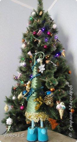 С Рождеством Христовым! В этот светлый праздник хочется пожелать мира и спокойствия в каждом доме, добра, взаимопонимания, достатка, любви, счастья, душевного равновесия, успехов во всех начинаниях, побольше радости, крепкого здоровья и всех благ! Пусть оправдаются все ожидания и сбудутся самые заветные мечты!  Вот и я насмотрелась на ваши елочки и сделала несколько штук:) фото 28