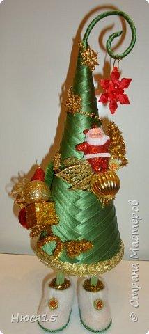 С Рождеством Христовым! В этот светлый праздник хочется пожелать мира и спокойствия в каждом доме, добра, взаимопонимания, достатка, любви, счастья, душевного равновесия, успехов во всех начинаниях, побольше радости, крепкого здоровья и всех благ! Пусть оправдаются все ожидания и сбудутся самые заветные мечты!  Вот и я насмотрелась на ваши елочки и сделала несколько штук:) фото 21