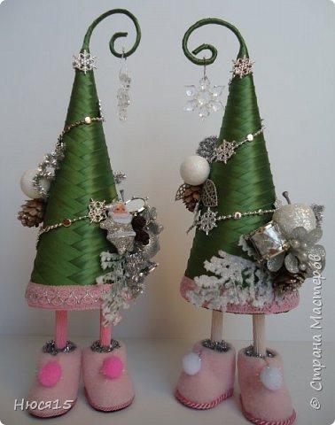 С Рождеством Христовым! В этот светлый праздник хочется пожелать мира и спокойствия в каждом доме, добра, взаимопонимания, достатка, любви, счастья, душевного равновесия, успехов во всех начинаниях, побольше радости, крепкого здоровья и всех благ! Пусть оправдаются все ожидания и сбудутся самые заветные мечты!  Вот и я насмотрелась на ваши елочки и сделала несколько штук:) фото 2