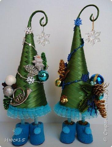 С Рождеством Христовым! В этот светлый праздник хочется пожелать мира и спокойствия в каждом доме, добра, взаимопонимания, достатка, любви, счастья, душевного равновесия, успехов во всех начинаниях, побольше радости, крепкого здоровья и всех благ! Пусть оправдаются все ожидания и сбудутся самые заветные мечты!  Вот и я насмотрелась на ваши елочки и сделала несколько штук:) фото 7