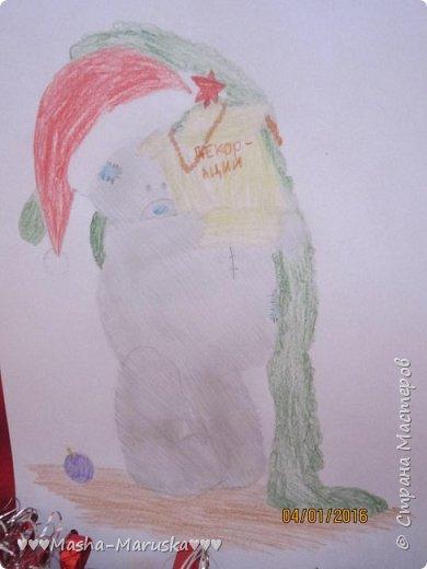 """Привет, любители рисования! Сегодня я сдаю работу на конкурс """"Новогодние герои"""". Мой новогодний герой это всеми любимый Тедди. Плюшевые мишки тоже готовятся к праздникам. Представляю к вашему вниманию два рисунка. Первый рисунок """"Подготовка к празднику"""". На нём изображён мишка Тедди. В его лапах коробка с надписью """"Декорации"""". На голове Тедди надет новогодний колпак. На картинке можно увидеть надпись """"НоВыЙ гОд!"""". фото 4"""